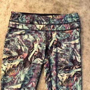 lululemon athletica Pants - Lululemon print crop leggings size 6